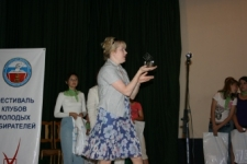 Вручение Гран-при, В.Е.Дронова - председатель конкурса среди клубов молодых избирателей