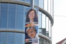 И в Германии столбы для яркой афиши
