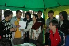Вручение почётной грамоты облизбиркома Александру Бобурову