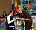 Валентина Дронова-вручает приз победителю