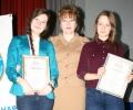 Председатель облизбиркома Валентина Дронова с победительницами Олимпиады в 9 классах.